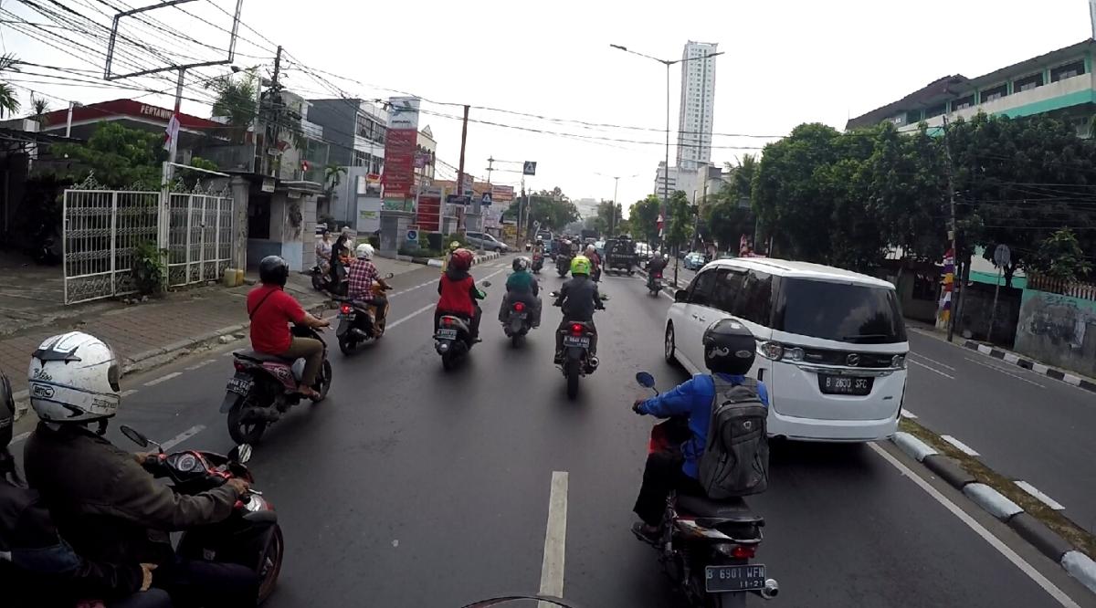 19. nap – Jakarta – Élő embert égettek elmellettünk.